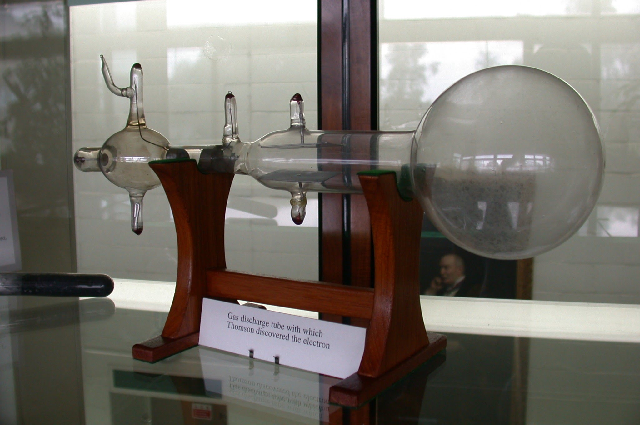 invention of the cathode ray tube Later and improved cathode ray experiments found that certain types of glass produced a fluorescent glow at the positive end of the tube william crookes discovered that a tube coated in a fluorescing material at the positive end, would produce a focused 'dot' when rays from the electron gun hit it.